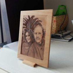Foto riportata su legno di faggio dopo un accurato processo di perfezionamento con cnc 21 per 29