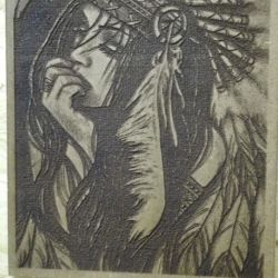 Immagine di donna con copricapo indiano riportata su legno dopo un accurato processo di perfezionamento tramite macchina laser