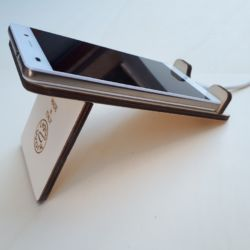 Porta telefono legno con passaggio cavo di carica